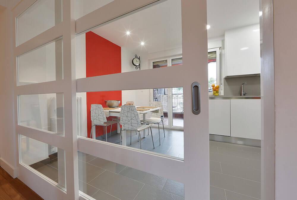 Dise os con puertas correderas interiorismo mirari araburu - Cocinas con puertas de cristal ...