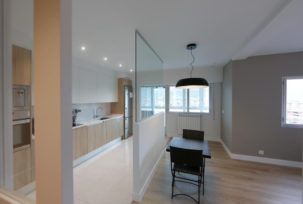 Cocina y comedor semi abiertos dise adora mirari for Disenos de cocinas comedor modernas